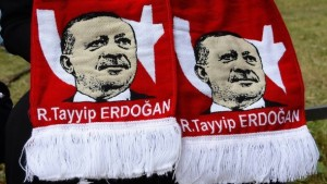 der-erdogan-schal-ist-unter